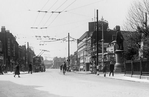 Poplar Town Hall on Bow Road, now the Bow Business Centre, from the Living in Bow image archive project on Facebook