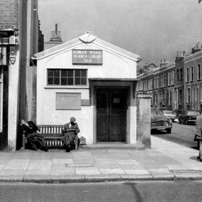The old Roman Road Library on corner of Vivian Road © Tony Hall